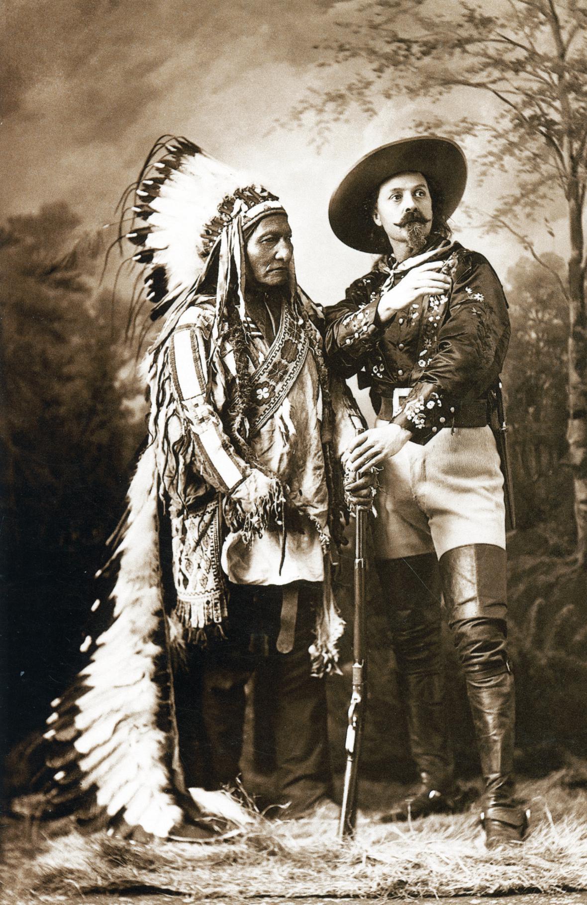 Sedící býk a William Cody: oba slavné muže v roce 1885 v kanadském Montrealu vyfotografoval W. Notman