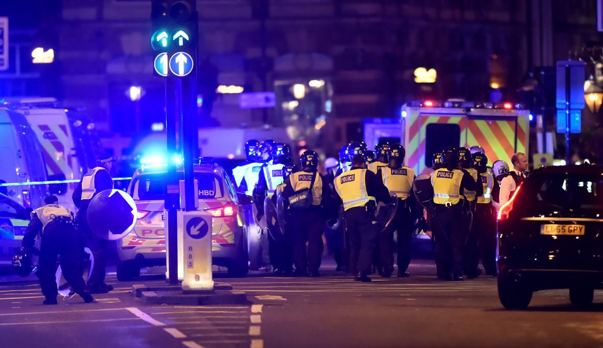 Policie u London Bridge