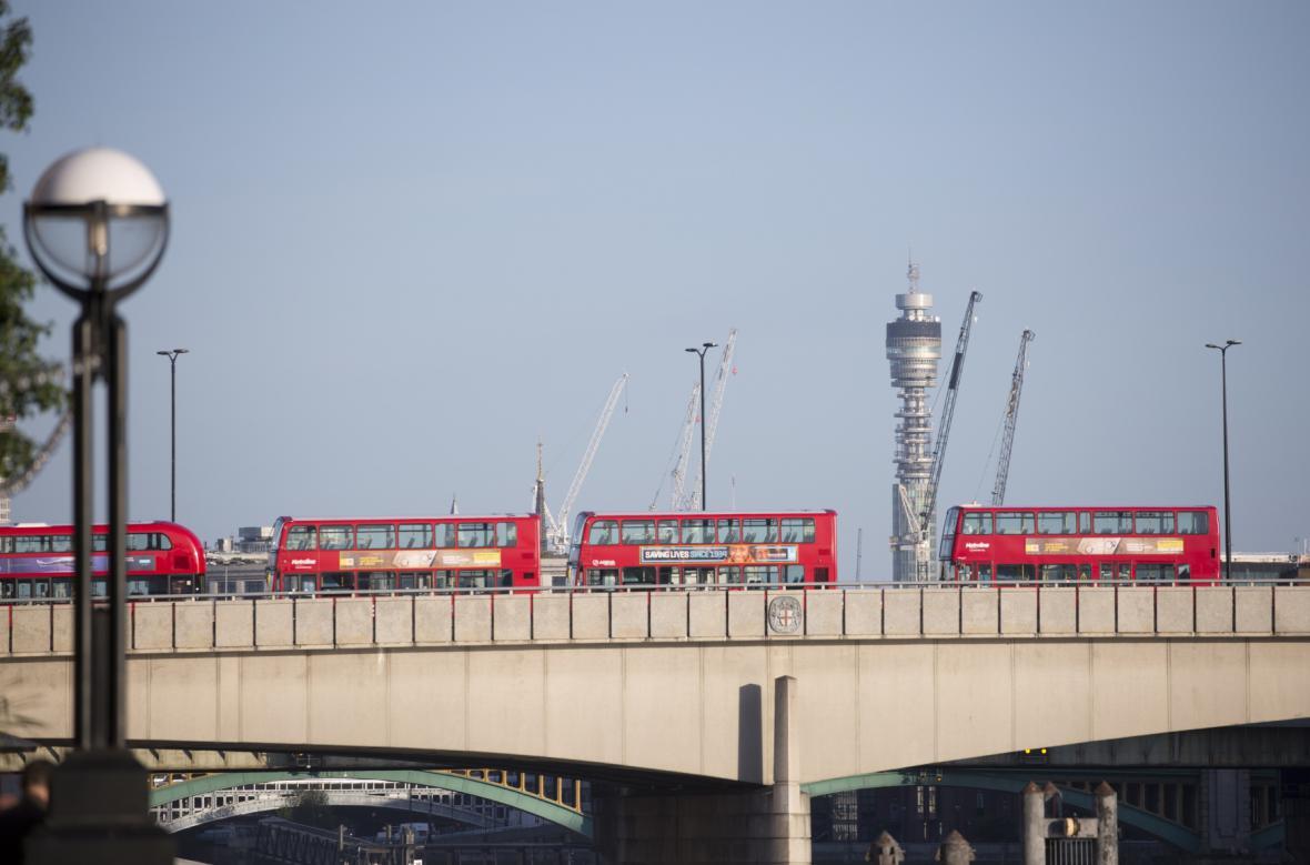 Londýnský most zůstal v neděli ráno po útoku zavřený