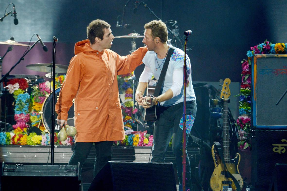 Liam Gallagher a Chris Martin