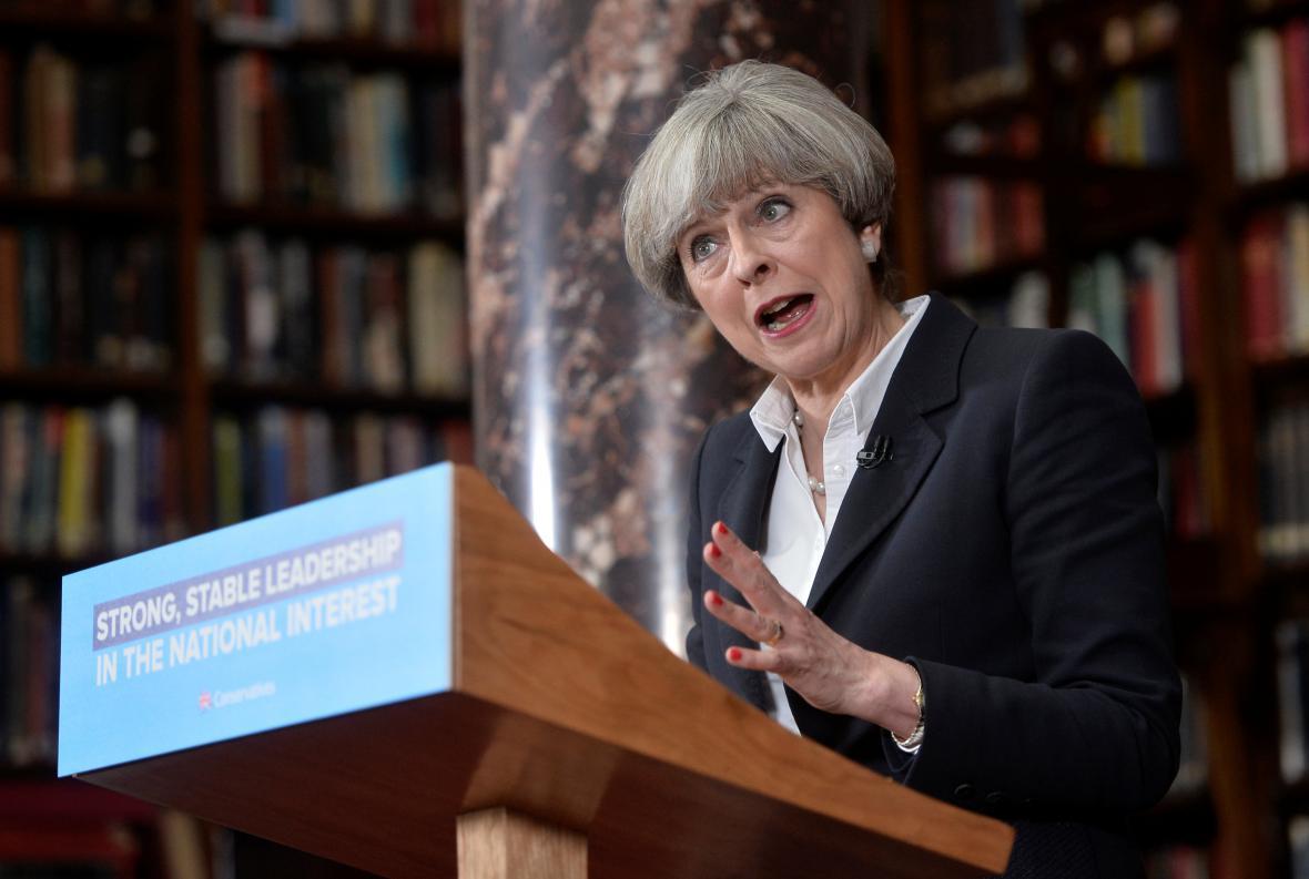 Britská premiérka Theresa Mayová během předvolební kampaně v Londýně