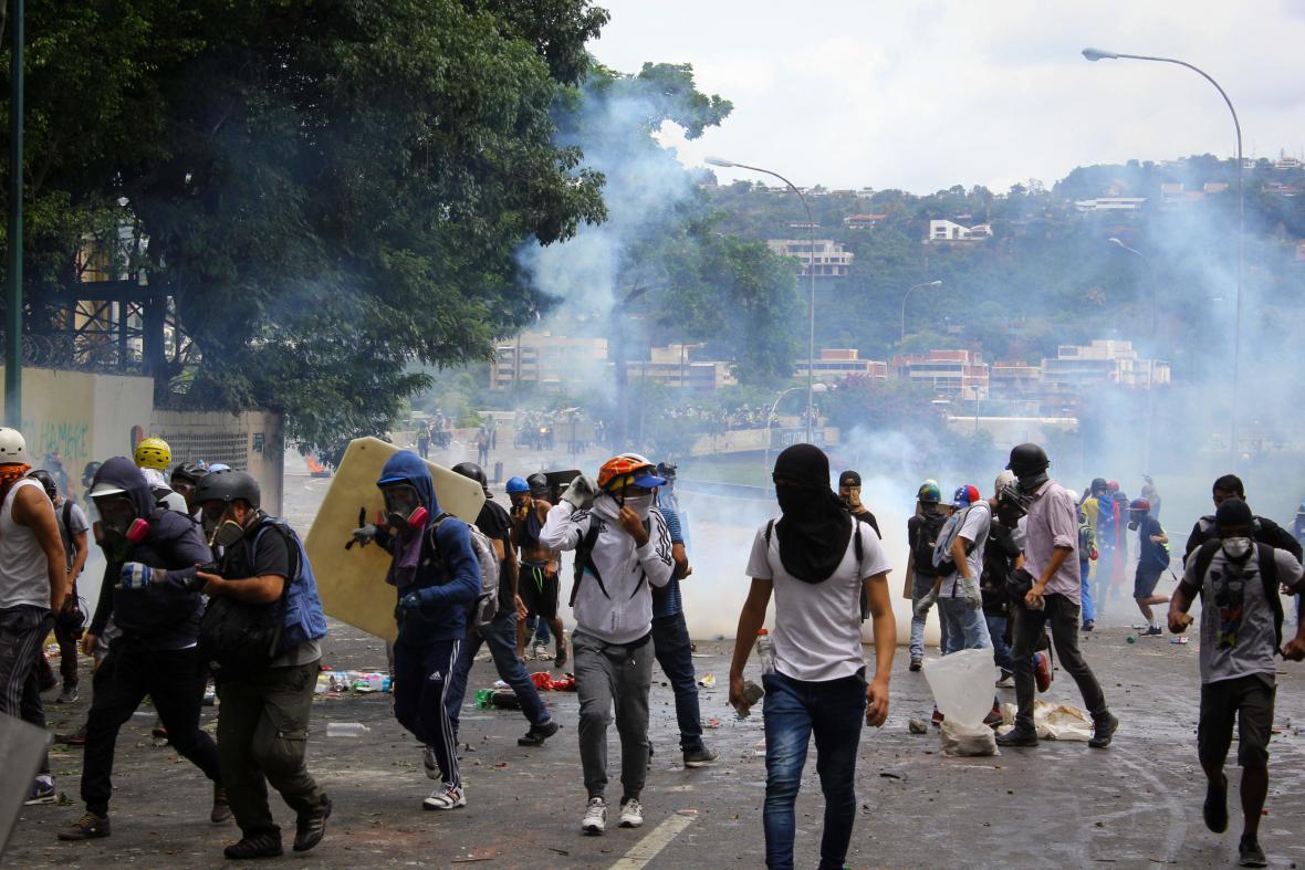 Venezuelské protesty si už vyžádaly přes šedesát obětí