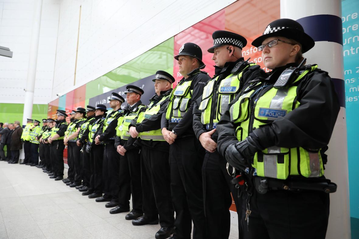 Policie drží minutu ticha
