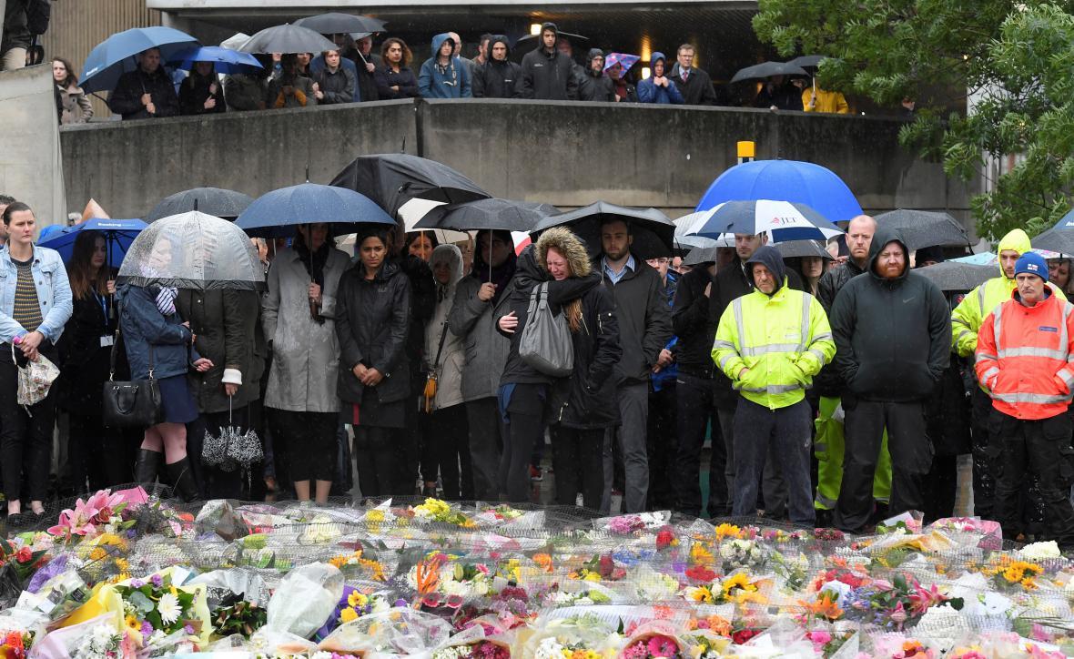Minuta ticha poblíž místa útoku v Londýně