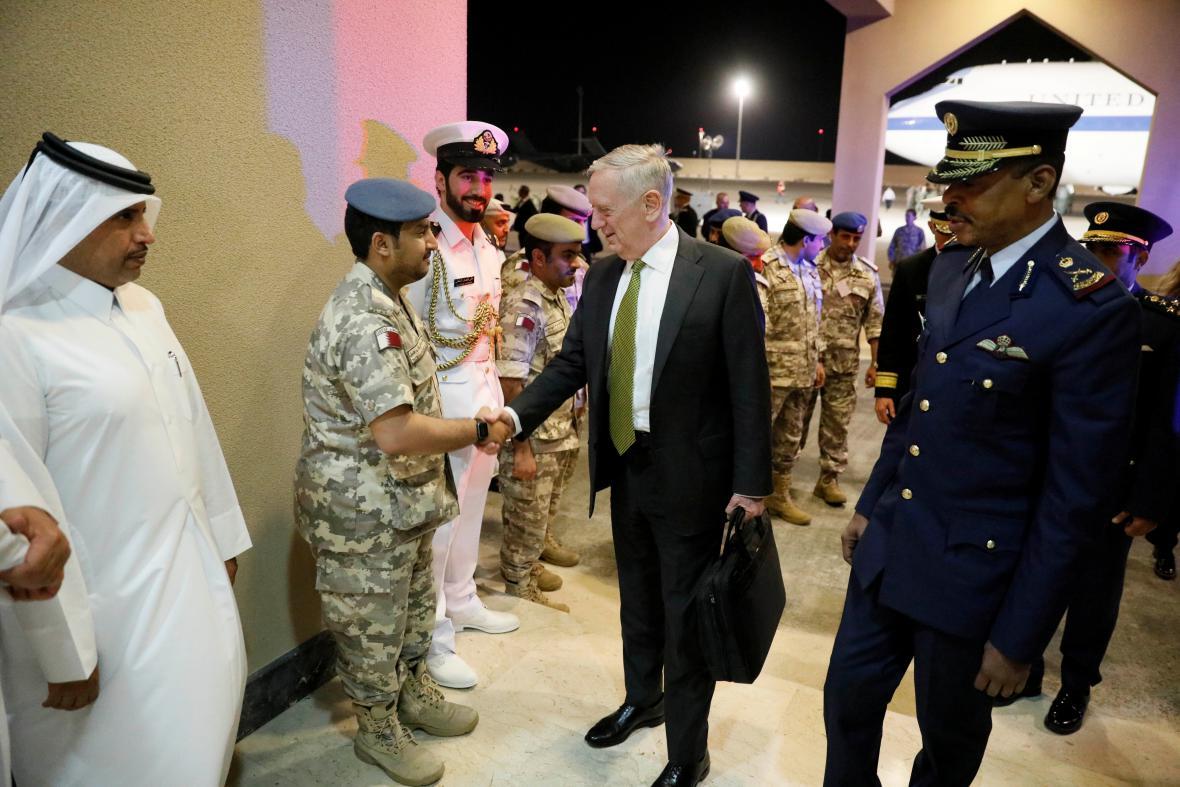 Ministr obrany James Mattis navštívil základnu Al- Udajd v dubnu