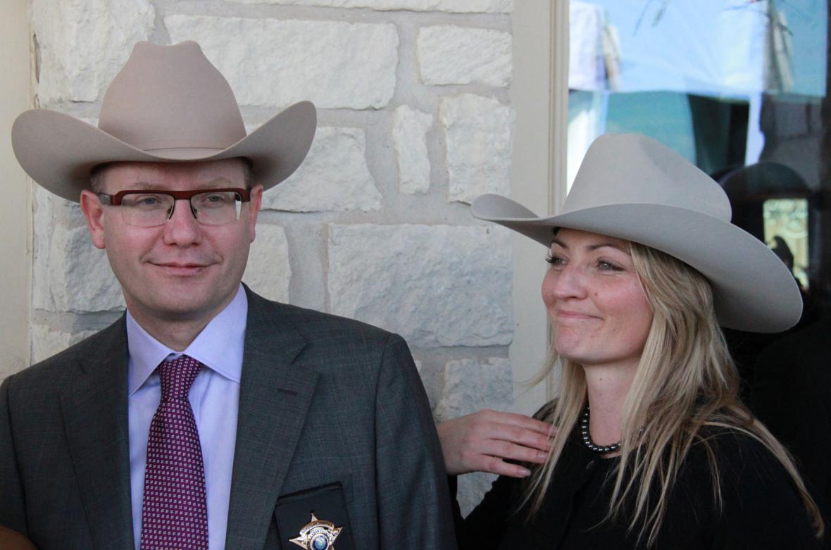 Premiér Bohuslav Sobotka s manželkou Olgou při zahájení stavby tělocvičny Sokola v texaském Westu
