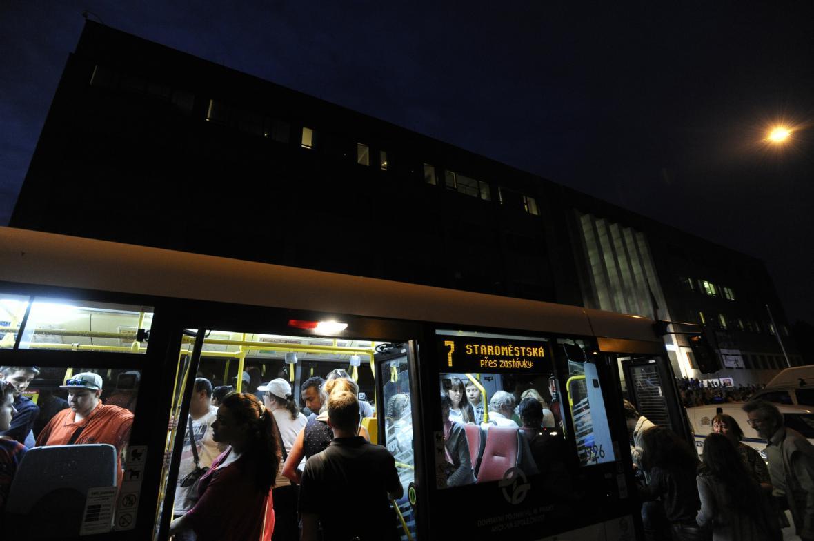 Zvláštní autobusová linka Pražské muzejní noci 2017