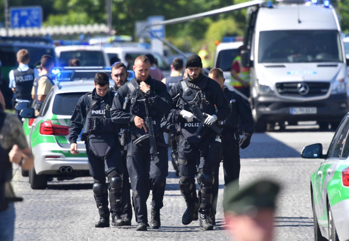 Policisté blízko místa činu