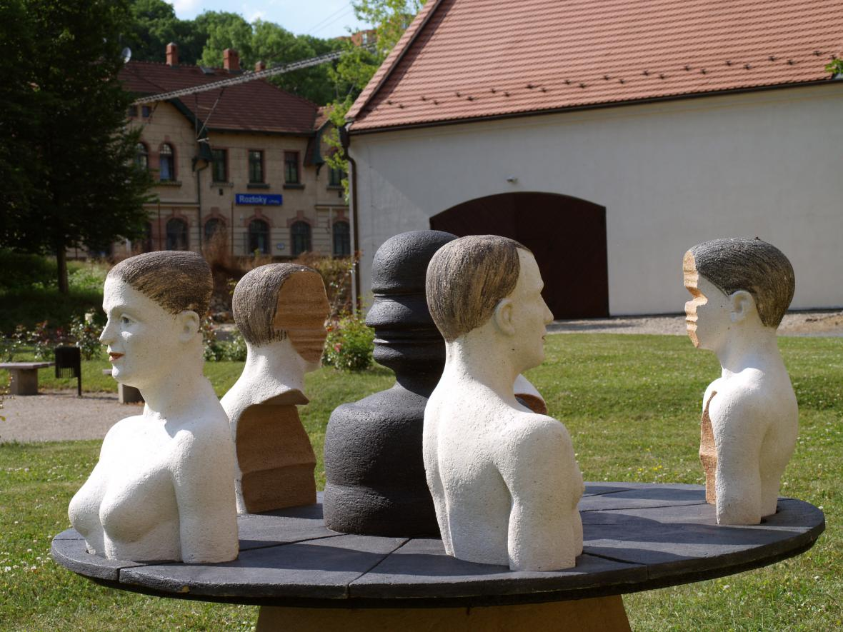 Letní keramická plastiky 2017 v Roztokách u Prahy