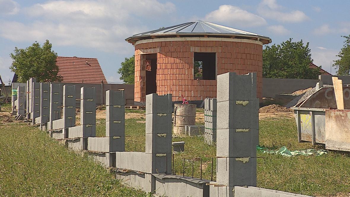 Rozestavěný hřbitov ve Vavřinci