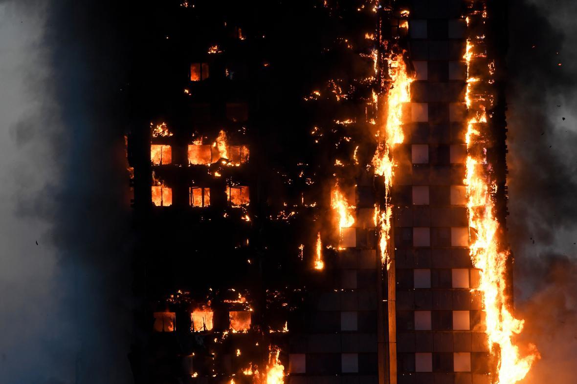 Požár výškového domu v Londýně