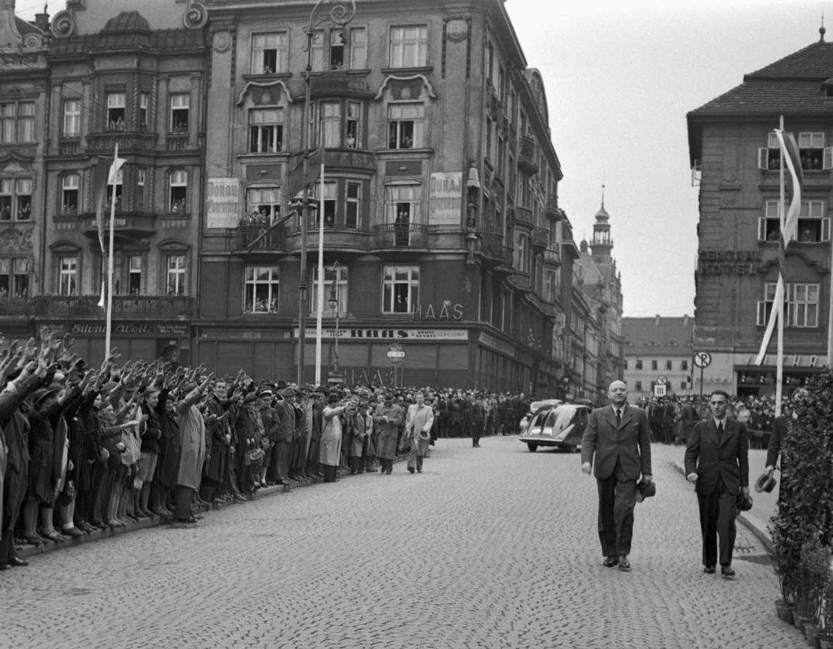 Emanuel Moravec v Plzni na manifestaci po atentátu na Reinharda Heydricha