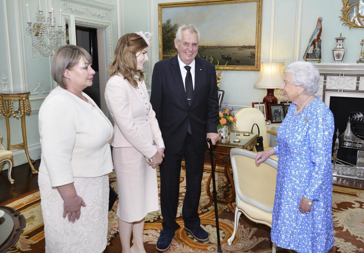 Setkání v Buckinghamském paláci.