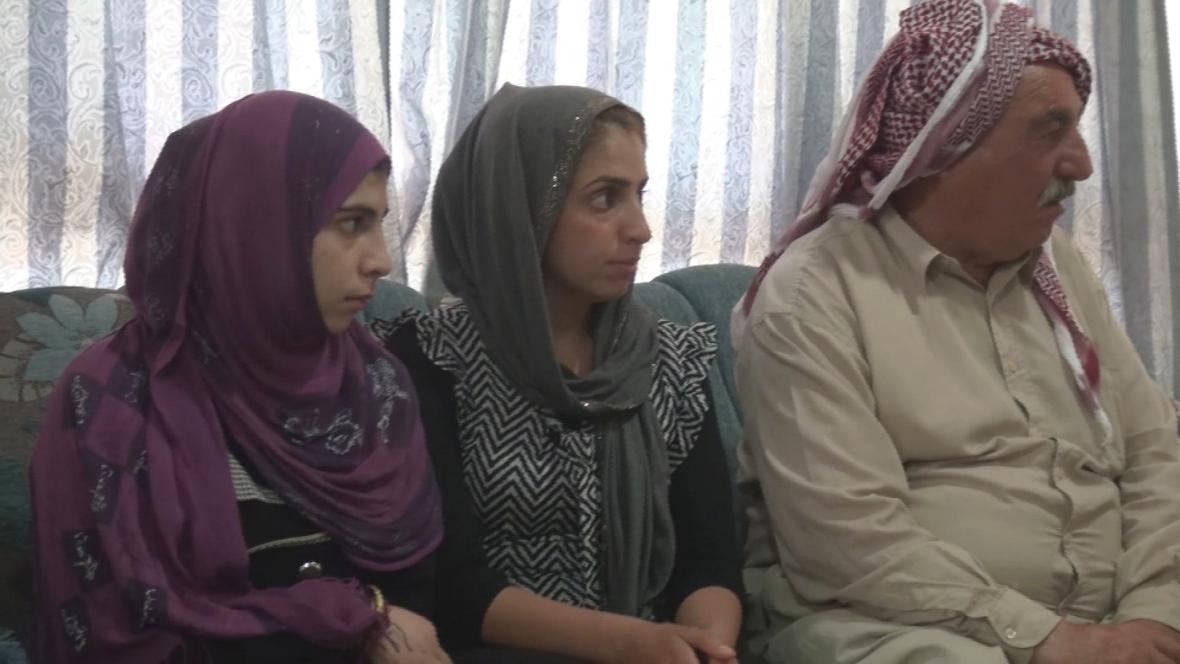 Šílan se v Mosulu šťastně shledala se svou sestrou a otcem
