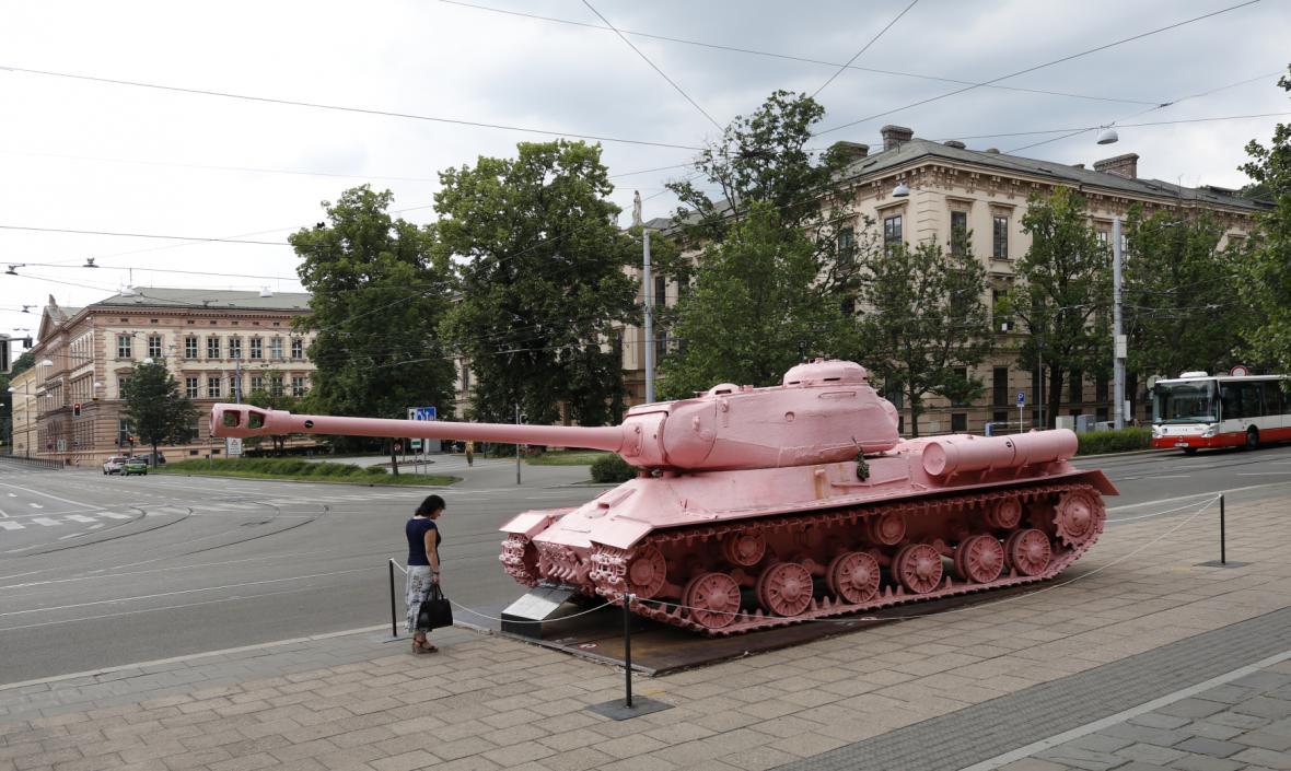 Růžový tank na Komenského náměstí v Brně