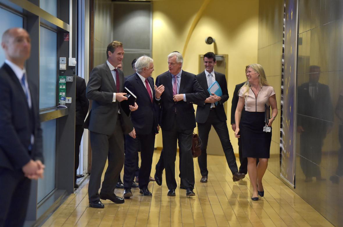 David Davis a Michel Barnier první den rozhovorů o brexitu