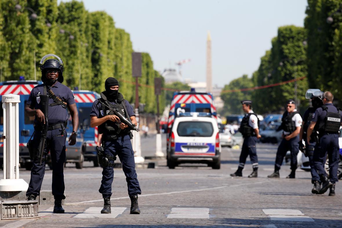 Policisté místo kolem incidentu okamžitě uzavřeli