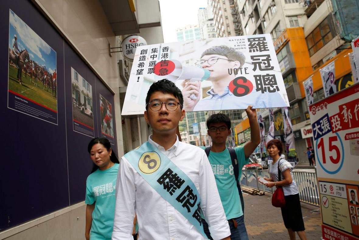 Nathan Law při jednom z protestních pochodů