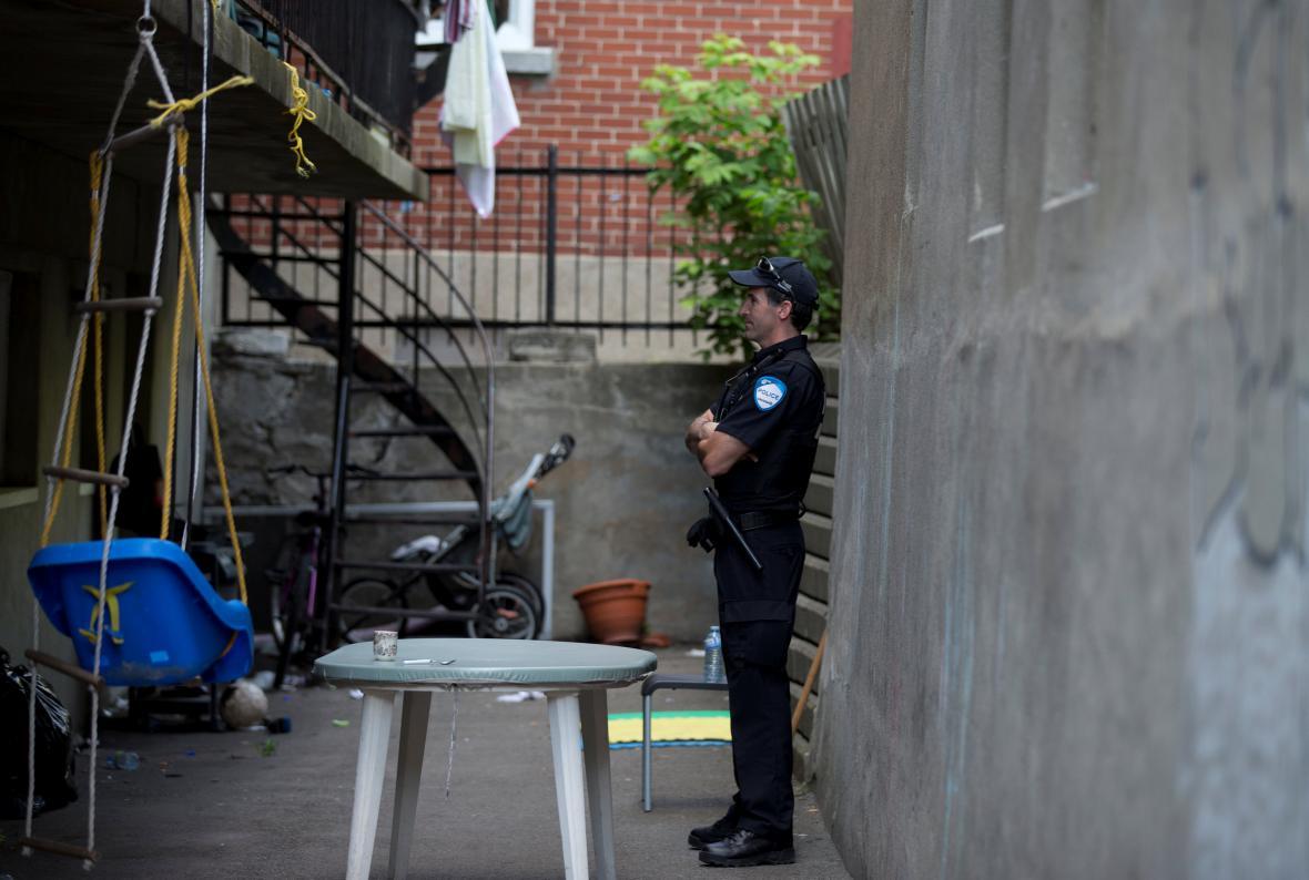Policie v domě Amora Ftouhiho v Montrealu
