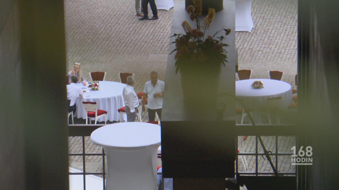 Oslava kancléře Mynáře v zahradách Pražského hradu