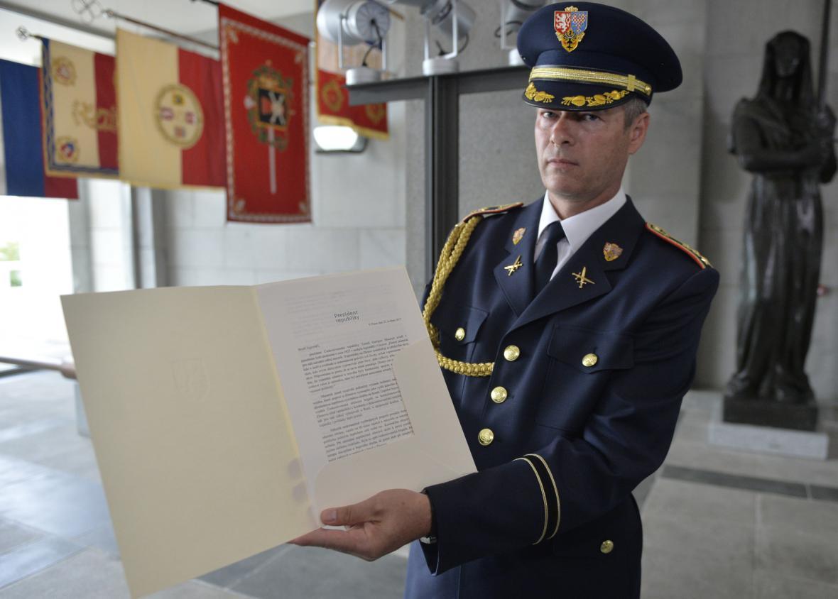 Vladimír Studený uložil v Národním památníku na Vítkově prezidentovo poselství do pamětní schránky