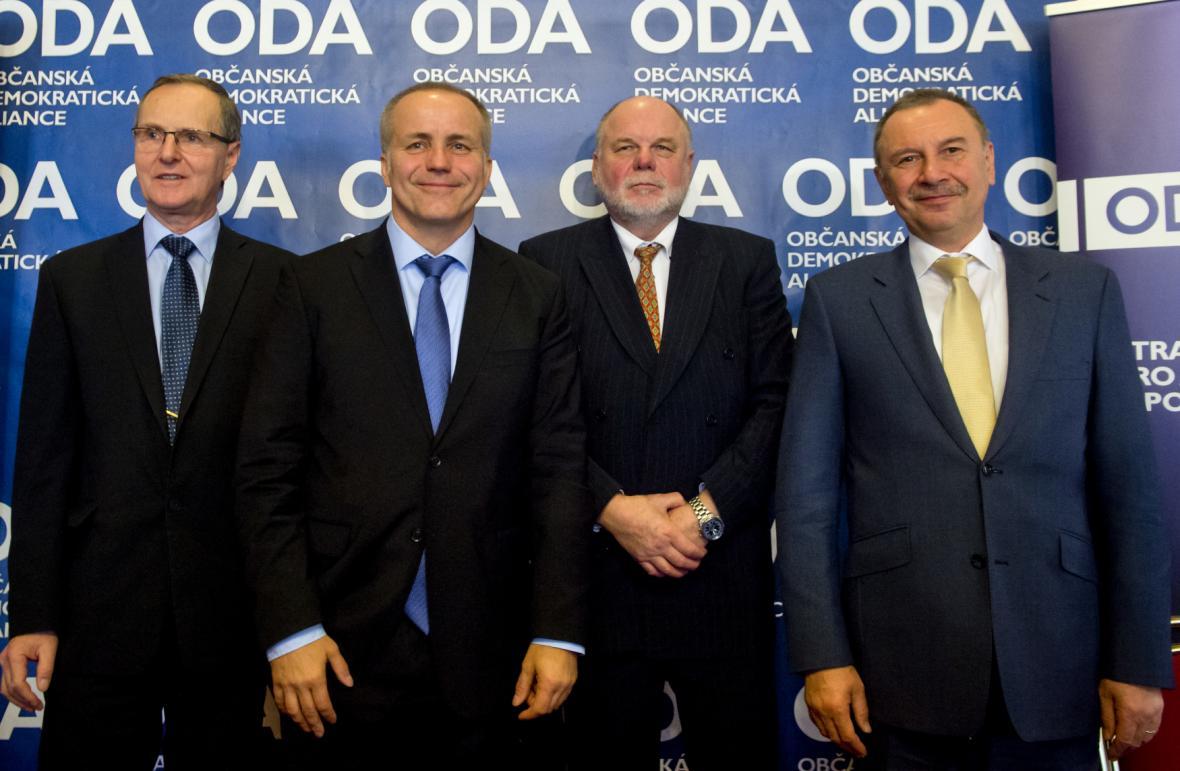 Předseda ODA Pavel Sehnal (druhý zleva) a členové předsednictva