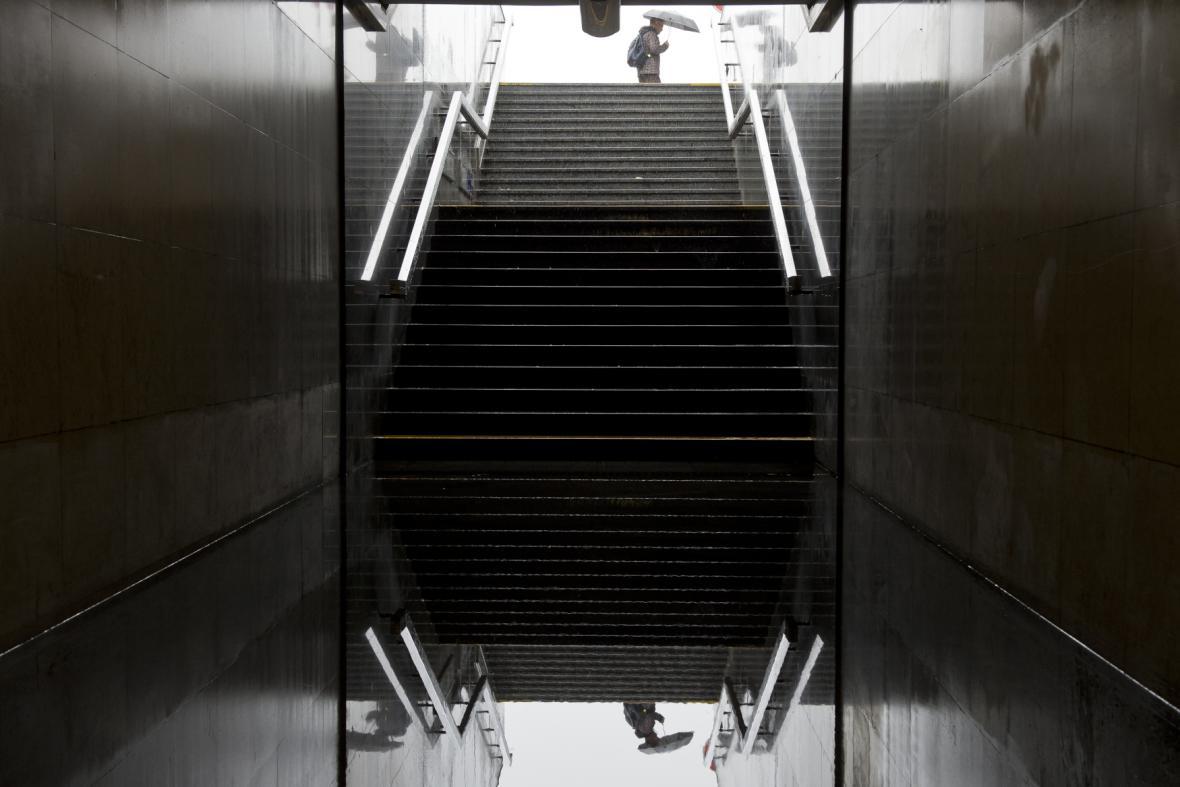 Zaplavený vchod do vestibulu pražského metra