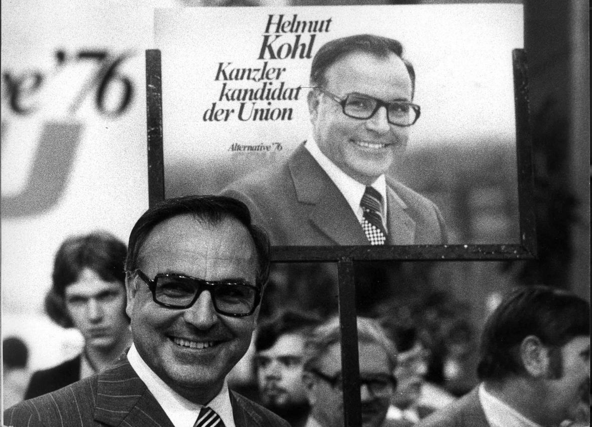 Kohl před volebním plakátem v roce 1975