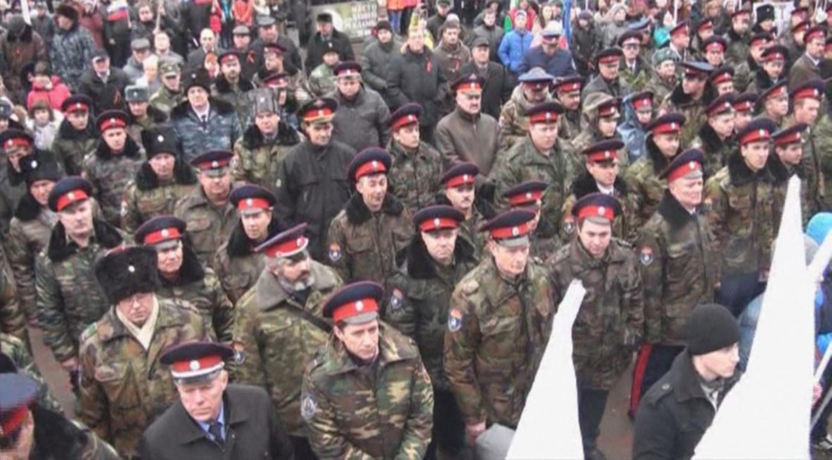 Kozácké uniformy se mezi policejními objevují stále častěji
