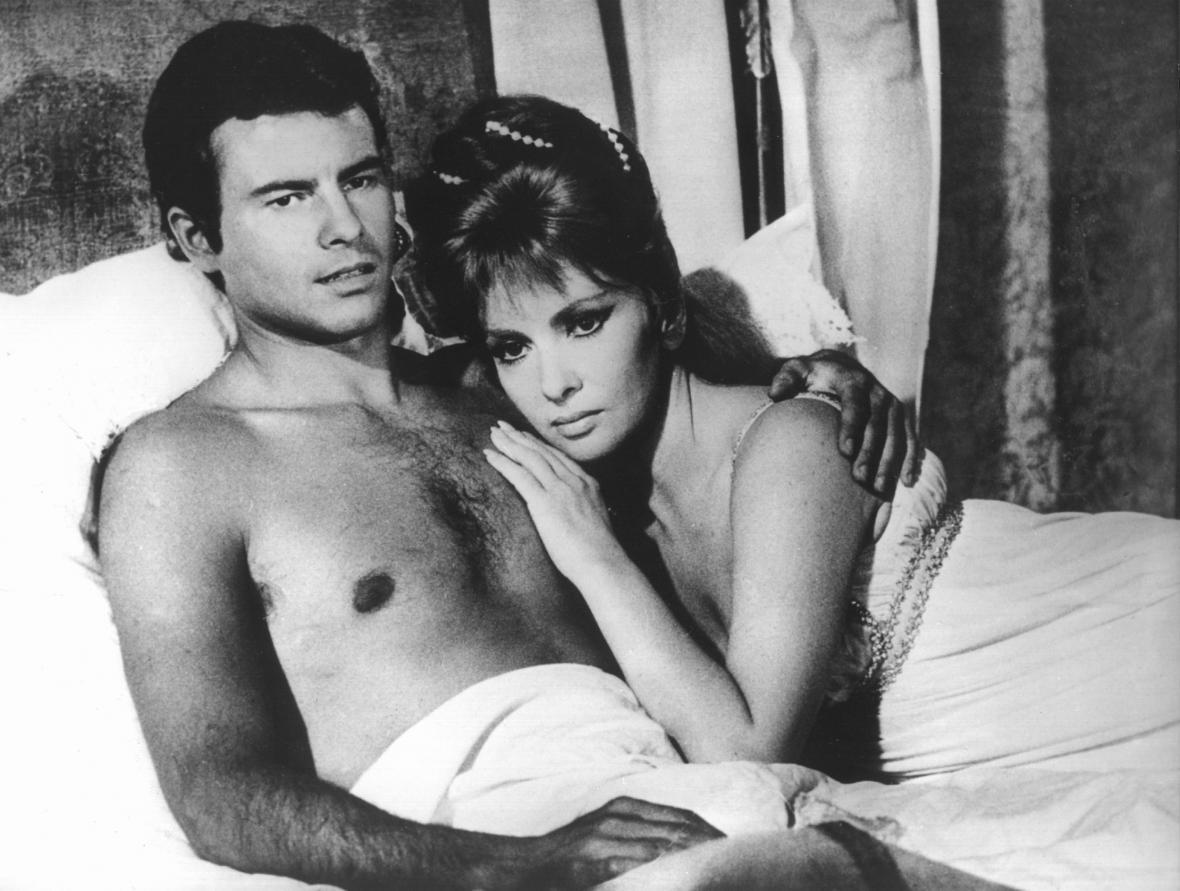 Gina Lollobrigida a Horst Bucholz ve filmu Cervantes (1967)