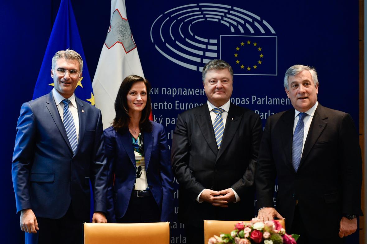 Marija Gabrielová s maltským ministrem Abelem, ukrajinským prezidentem Porošenkem a předsedou EP Tajanim (květen 2017)