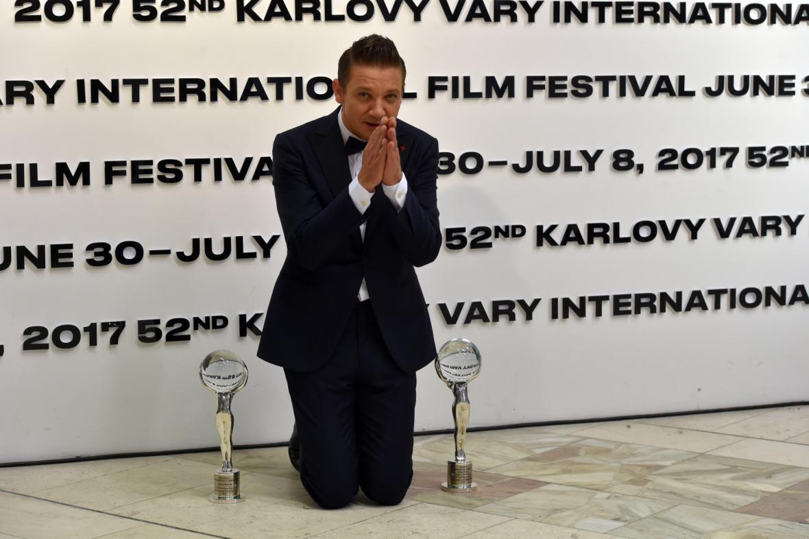 Jeremy Renner s Cenou prezidenta festivalu