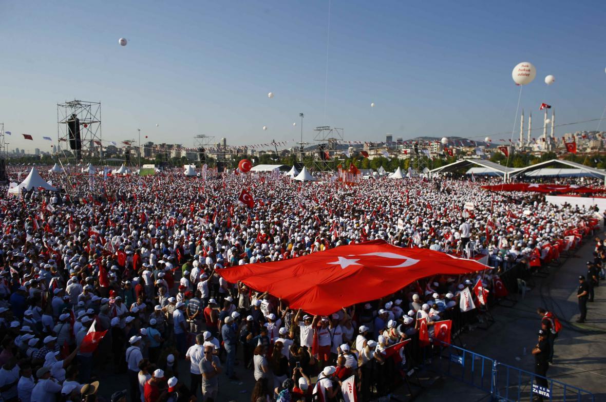 Demonstrace na podporu vězněného tureckého poslance