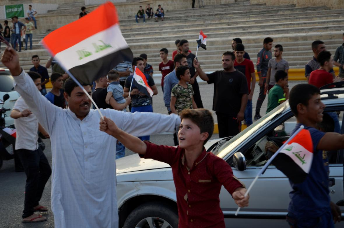 Iráčané v Mosulu slaví osvobození