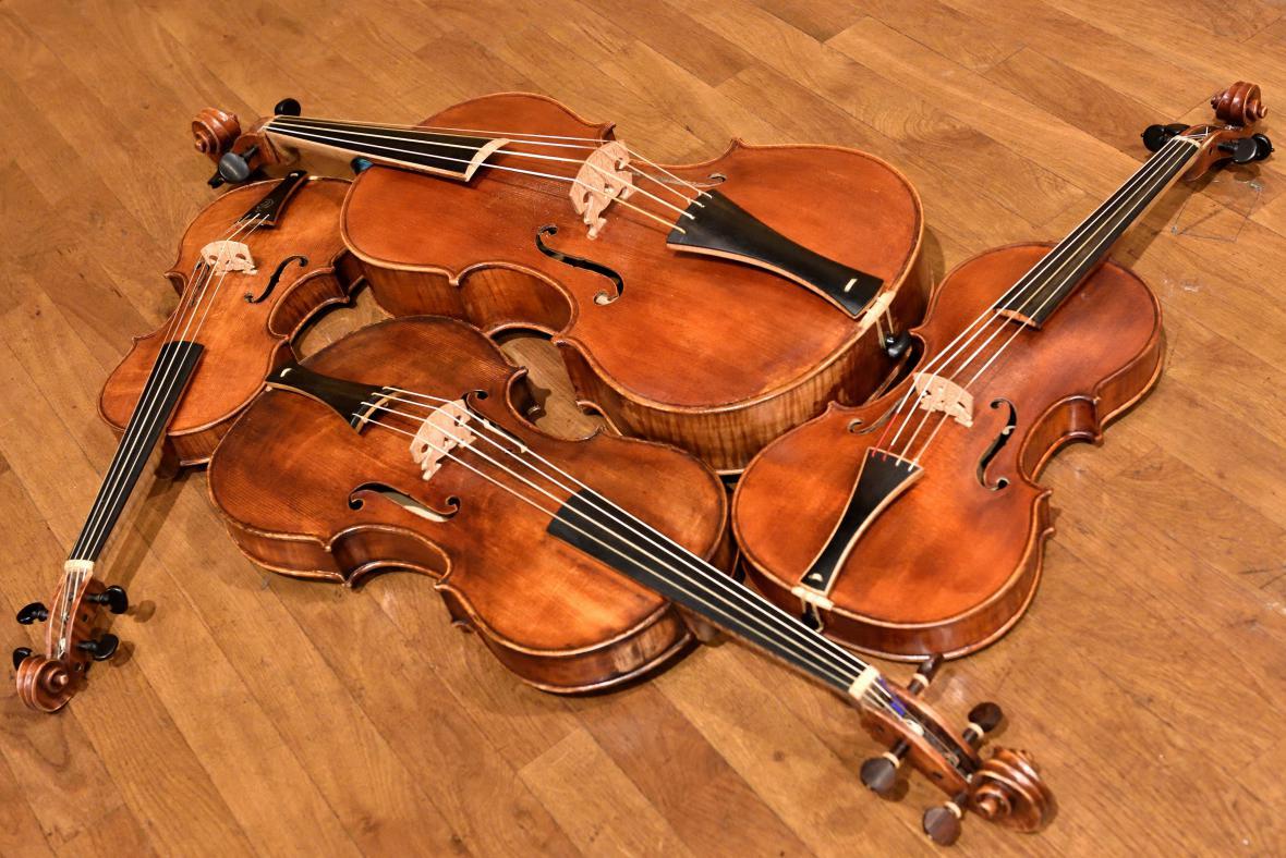 Kopie dobových nástrojů z Versailles 18. století