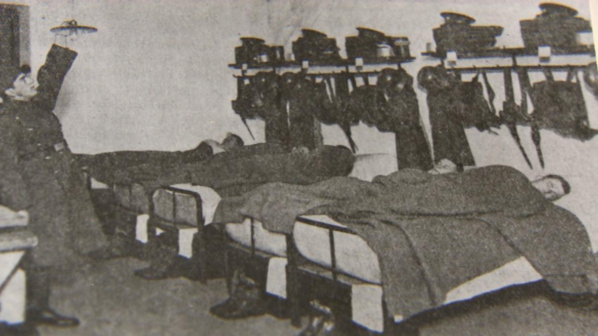 Dobová fotografie kasáren z roku 1920