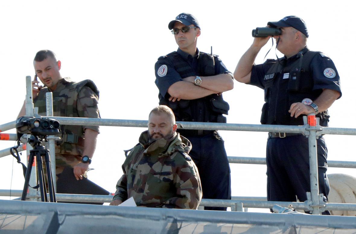 Na bezpečnost dohlížejí vojáci i policie