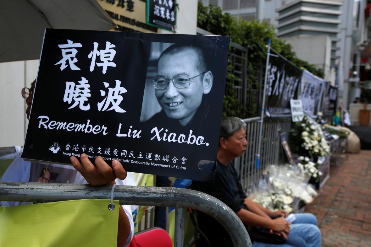 Smrt disidenta oplakali v Hongkongu