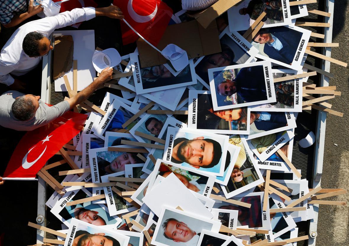 Snímky lidí, kteří během puče zahynuli