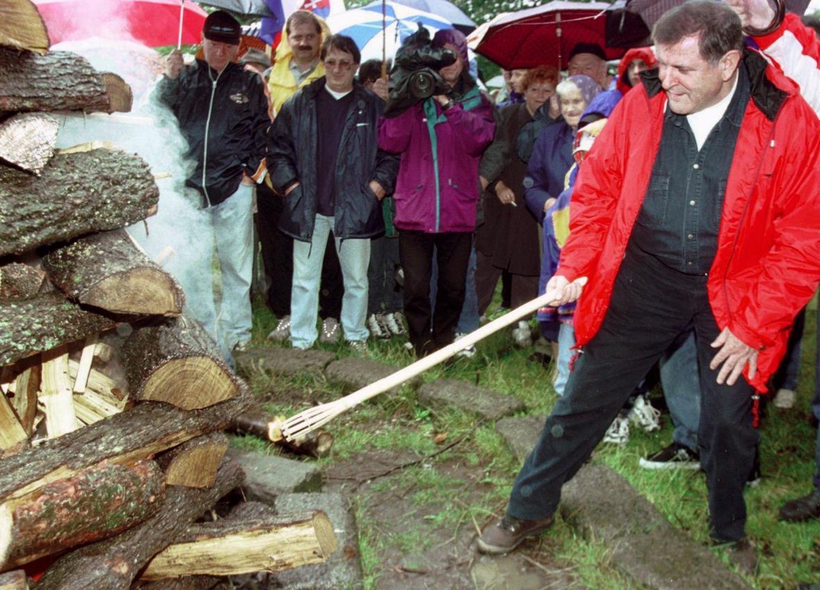 Vladimir Mečiar při oslavách osmého výročí deklarace u Banské Štiavnice