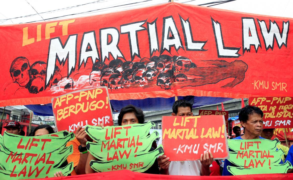 Protest proti stannému právu na Flipínách