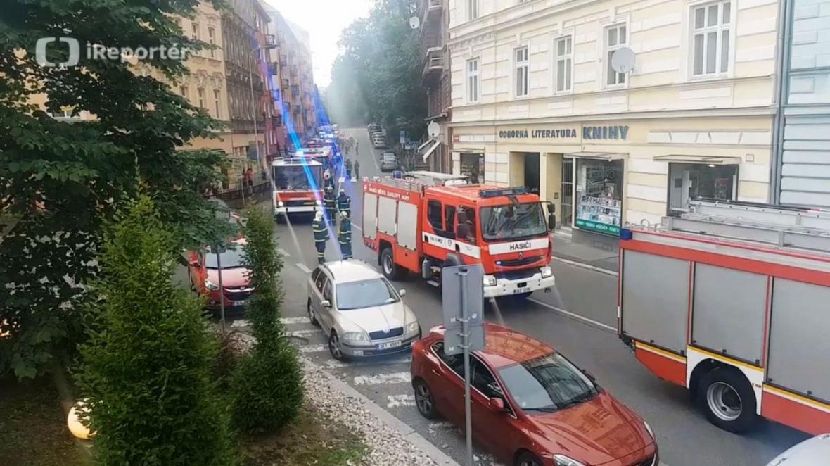 K požáru v hotelu Thermal se sjely hasičské jednotky z okolí
