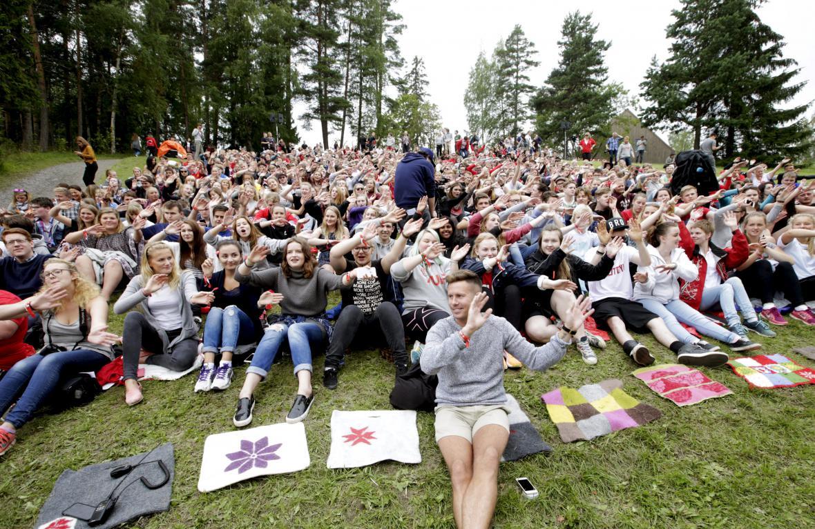 Znovuotevření letního kempu na Utoye, v popředí Eskil Pedersen
