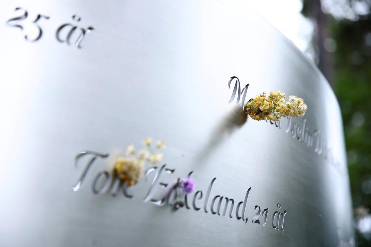 Památník na Utoye se jmény obětí