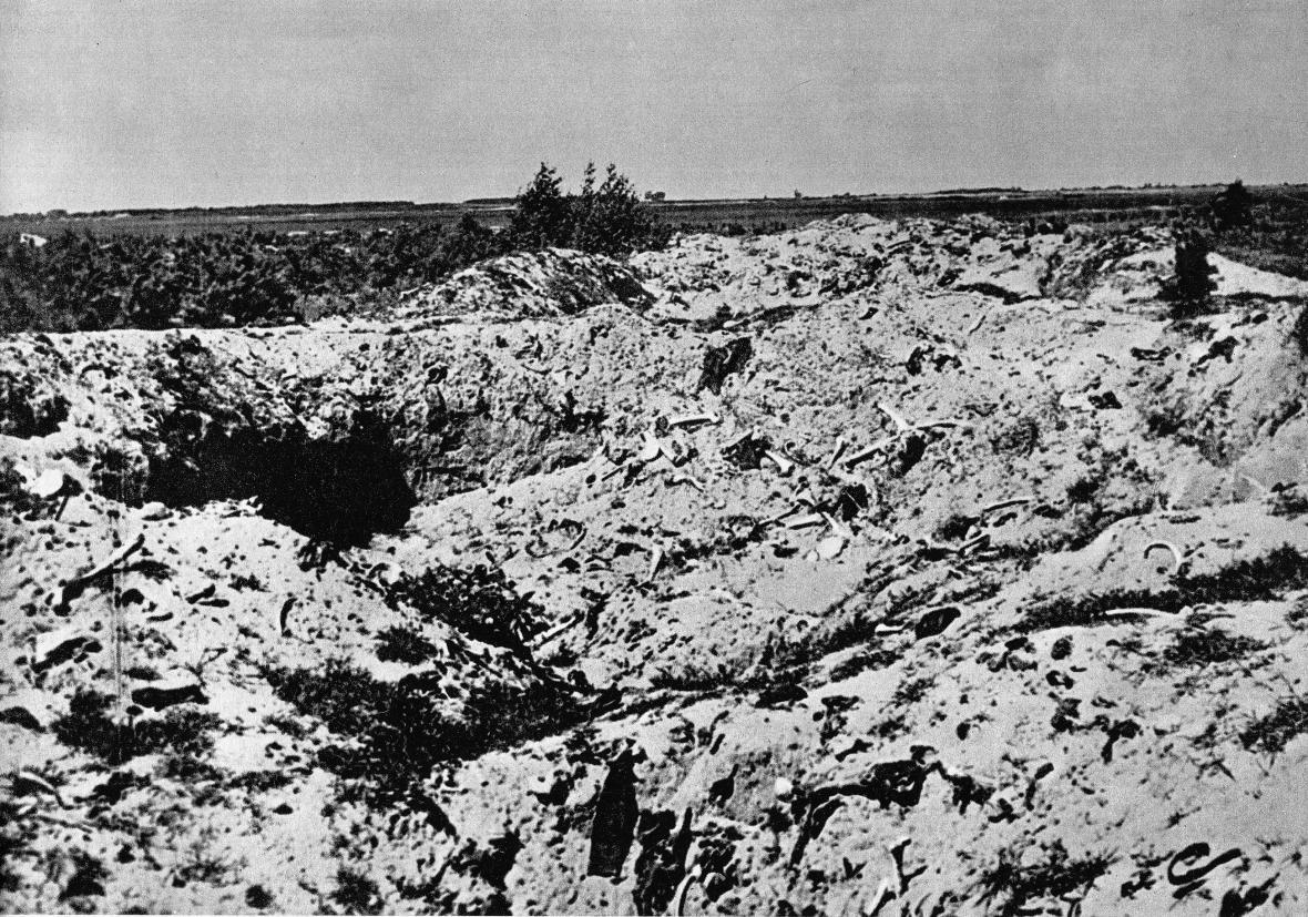 V létě 1945 byly odhaleny základy táboru v Treblince
