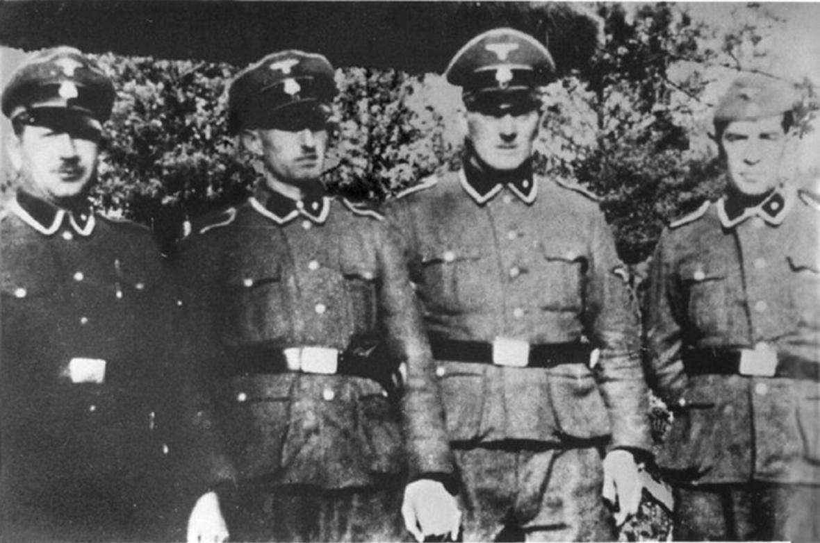 Příslušníci SS Paul Bredow, Willi Mentz, Max Möller a Josef Hirtreiter, kteří sloužili v Treblince