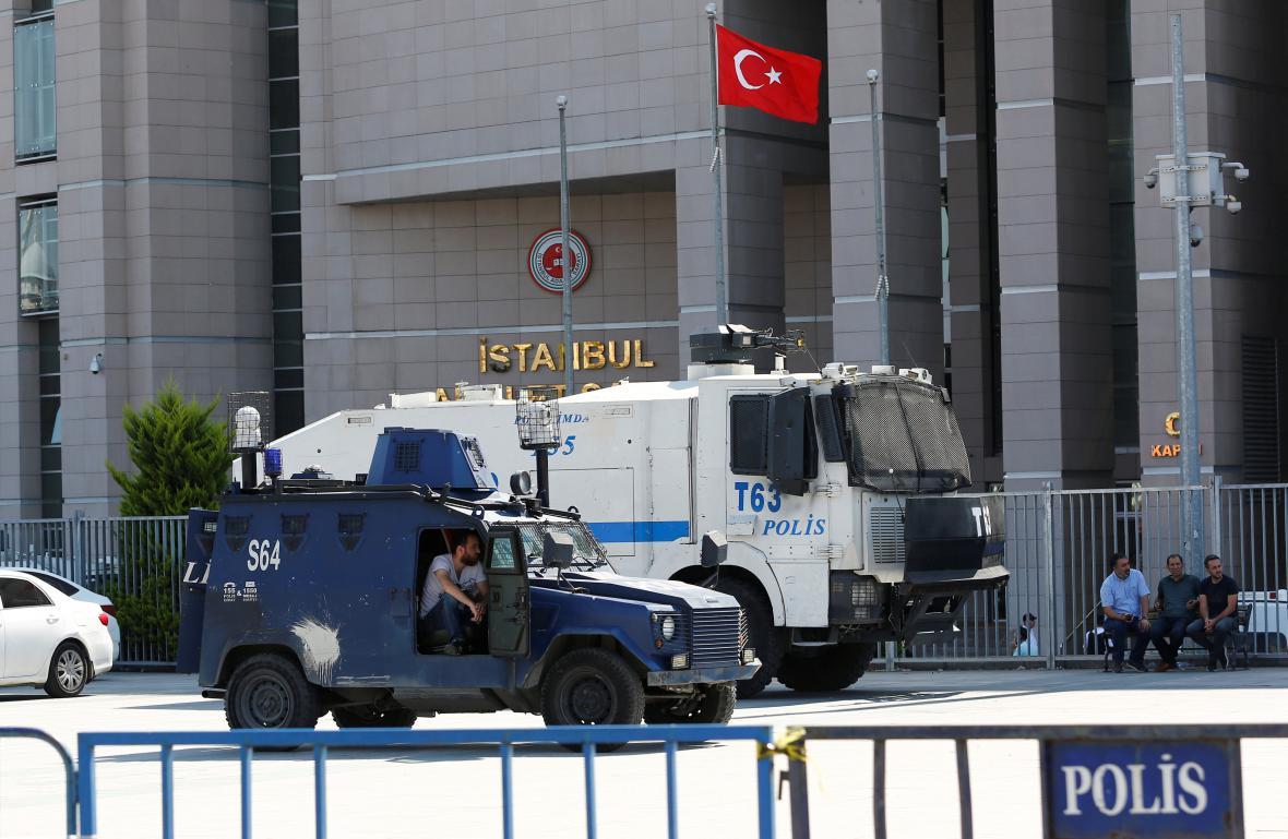 Zvýšená bezpečnostní opatření kvůli soudu s novináři v Istanbulu