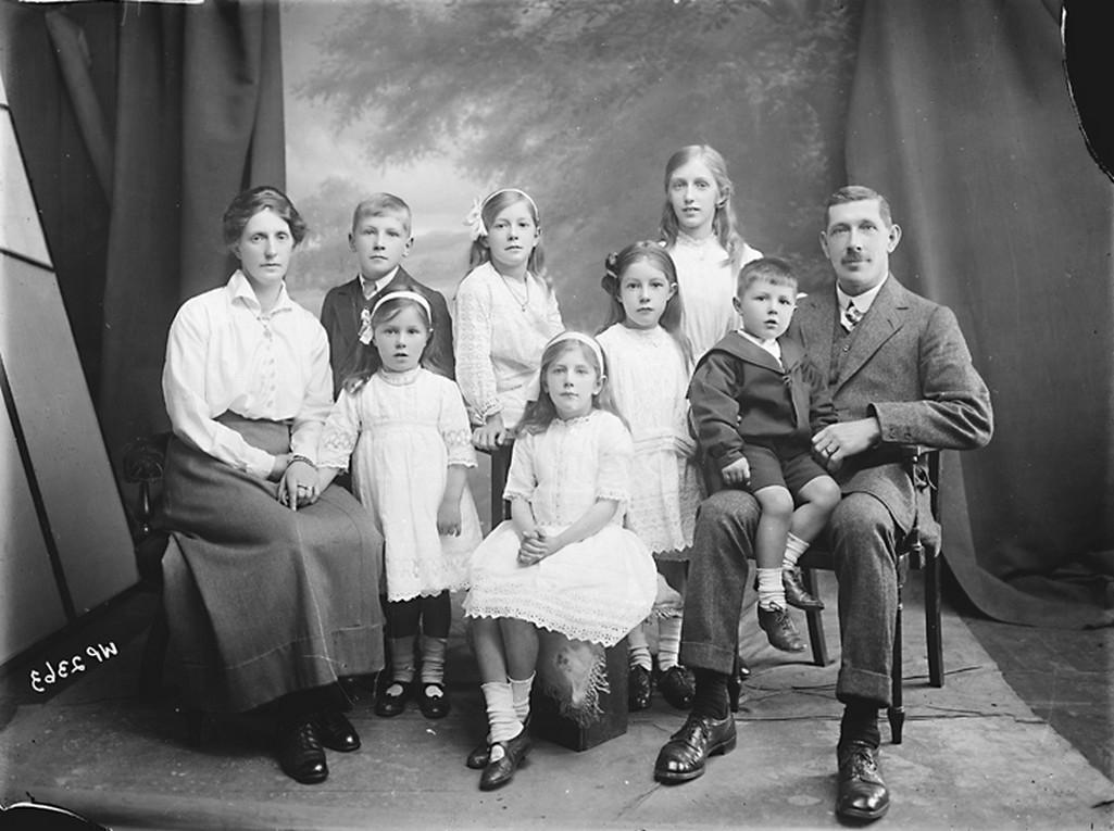 Rodina na historické fotografii (1916)