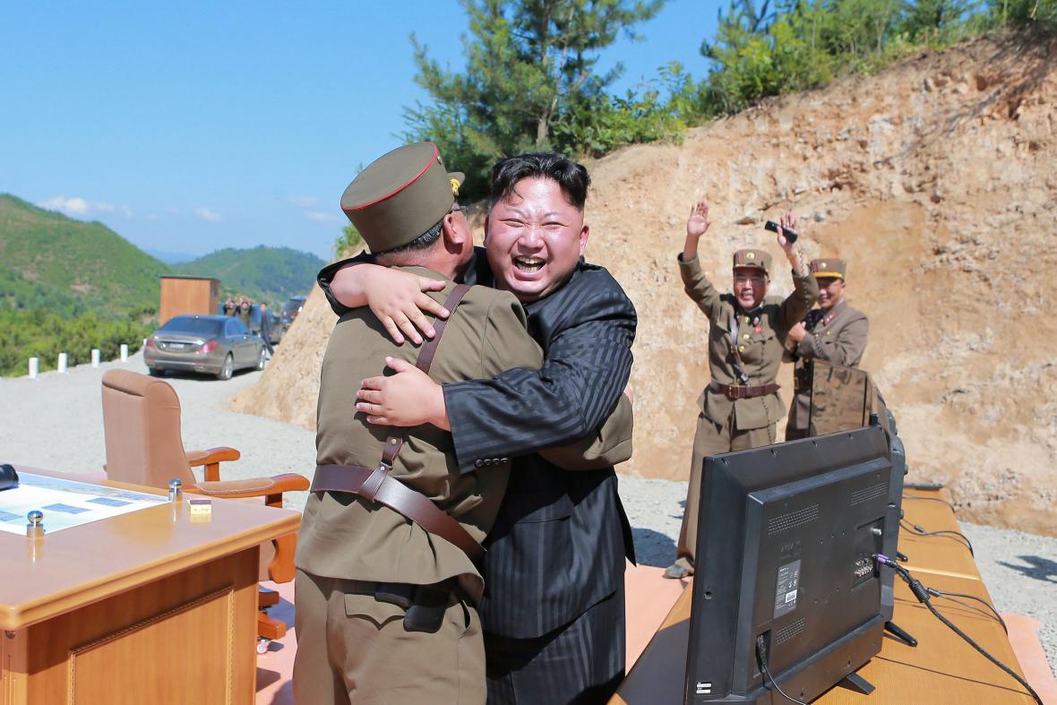 Kim Čong-un se svými generály