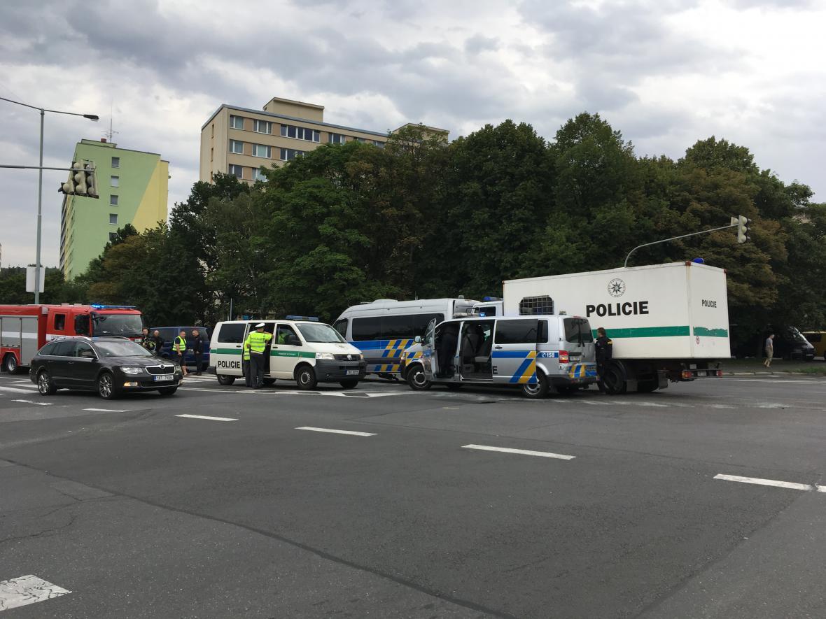 Srážka tří policejních a dvou civilních aut